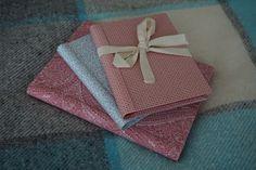 Para quem não sabe... hoje é um dia especial para mim ;) por isso trago-vos das minhas peças preferidas! :) Cadernos forrados a tecidos em tons vermelho e azul, com novos padrões, em tamanhos A5 e A6.