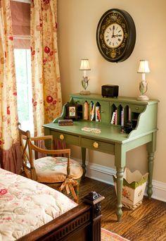 beautiful vintage style girl's bedroom