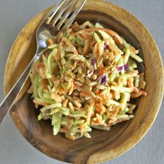 This green curry salad is perfect for busy weeknights. Made with broccoli slaw, sunflower seeds, and a quick green curry sauce. Easy and healthy. Green Curry Sauce, Vegetarian Recipes, Healthy Recipes, Raw Recipes, Veggie Recipes, Healthy Meals, Yummy Recipes, Healthy Food, Dinner Recipes