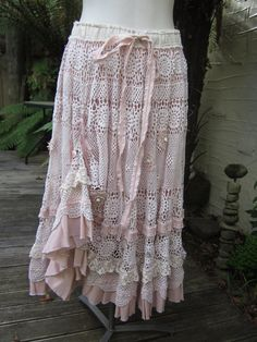 Vintage Kitty.. vintage crochet.. romantic full circle skirt.. shabby chic, lace, roses, pink and ecru.. SML - MED