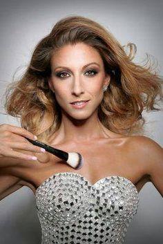 Bronzée et sexy Sylvia Notargiacomo se prépare pour Danse Avec Les Stars http://xfru.it/pZIFPA