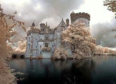 Chateau de la Mothe-Chandeniers in France! by John Pilkington; https://www.flickr.com/photos/infraredd/