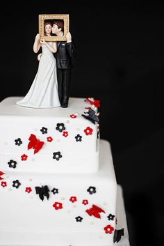 What a cake topper!
