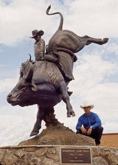 Champion Lane Frost by Chris Navarro Chris is awesome. July In Cheyenne, Cheyenne Wyoming, Bucking Barrel, Bronze Sculpture, Lion Sculpture, Lane Frost, Rodeo Cowboys, Bull Riders, Cowboy Art