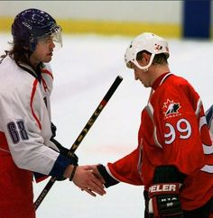 This photo is becoming memorable now.Jaromír Jágr and Wayne Gretzky, now two best hockey players ever, shake hands, after semi-final match Czechia v.Canada in shout out) at Olympic Games in Nagano where Team Czechia got gold Olympic medals. Olympic Medals, Olympic Games, Hockey Pictures, Wayne Gretzky, Shake Hands, Positive Quotes For Life, Nagano, Semi Final, Second Best