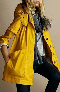 Chubasquero amarillo. #moda #abrigo #estilo