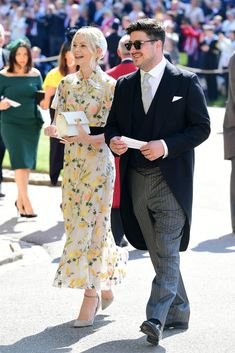 Carey Mulligan, with husband Marcus Mumford, wore an Erdem Pre-Fall 2018 dress to the Royal Wedding of Prince Harry and Meghan Markle, the Duke and Duchess of Sussex. Royal Wedding Guests Outfits, Royal Wedding Themes, Royal Wedding Gowns, Royal Weddings, Wedding Dresses, Wedding Bridesmaids, Prince Harry Wedding, Harry And Meghan Wedding, Meghan Markle Wedding