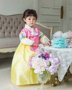 Cute Asian Babies, Korean Babies, Asian Kids, Cute Babies, Cute Baby Girl, Mom And Baby, Cute Girls, Baby Kids, Cute Kids Photography