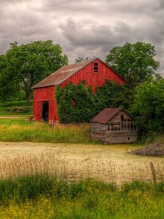 Country - life on the farm - Barn with a baby barn Country Barns, Country Life, Country Living, Country Roads, Farm Barn, Old Farm, Barns Sheds, Farms Living, Red Barns