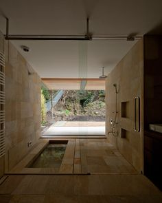 you could totally get away with a bathroom like this in a home tucked away in the Hollywood hills. Love it. tezuka architects image © katsuhisa kida/FOTOTECA