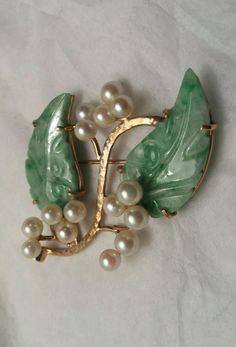 Estate MINGS Honolulu 14k Yellow Gold Carved Light Green Jade Pearl Leaf Brooch