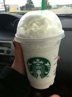 Starbucks vanilla bean frappuccino favorite ~ That looks yummy! I love vanilla bean coffee (in fact, I'm drinking some at the moment), so I'm sure I'll love this! Starbucks Vanilla, Starbucks Frappuccino, Starbucks Coffee, Starbucks Bath, Starbucks Secret Menu Drinks, Starbucks Recipes, Unordentlicher Bob, Slushies, Bebidas Do Starbucks