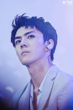 Damn those eyes, those brows, and that jawline T.T