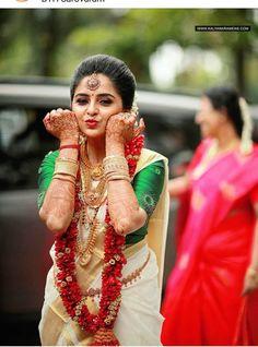 Unique &Trending Varmala Designs for upcoming Wedding Season couple indian Kerala Bride, Hindu Bride, Indian Wedding Couple Photography, Bride Photography, Photography Ideas, Bridal Poses, Bridal Photoshoot, Indian Photoshoot, Indian Bridal