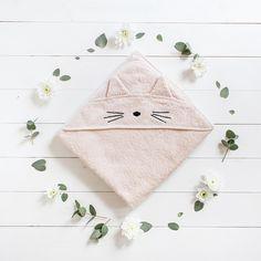L'adorable cape de bain Chat Liewood ♡ Toute douce et en coton biologique, elle est parfaite pour les peaux délicates de vos princesses. . . #petitsixieme @liewood_design #bebe #decobebe #babyroom #baby #scandinave #linge #cadeaudenaissance #cadeaunaissance #bathtime #cute
