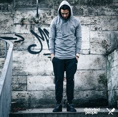 Distorted People Streetstyle : Long Zipper Hoodie ''Hive'', Dropped Crotch Jogging Pants ''Jaron'' in black. Premium Sneaker ''Son of Blades'' in black with DP Laces