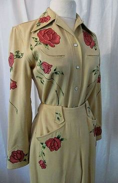 We could hand paint some Rodeo Queen gorgeous gabardine cowgirl suit with embroidered pink roses rockabilly swing bombshell size small to medium Vintage Western Wear, Western Suits, Vintage Cowgirl, Cowgirl Chic, Cowgirl Style, Cowgirl Bling, Vintage Dresses, Vintage Outfits, Vintage Fashion