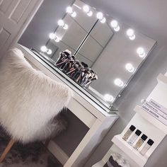 Apr 2020 - We love dressing room featuring our Scarlett Hollywood Mirror.🤩 Makeup Mirror with Lights Ikea Dressing Table, Dressing Room Decor, Dressing Room Design, Dressing Table Mirror, Teen Bedroom Designs, Room Ideas Bedroom, Teen Room Decor, Small Room Bedroom, Bedroom Decor