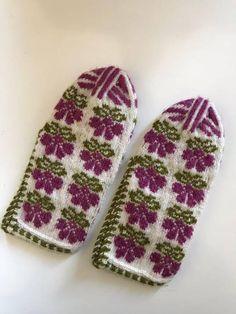 All New Knitting Handmade slippers / socks / slippers Turkish knitted slippers . Knitted Slippers, Slipper Socks, Knitted Gloves, Cultural Patterns, Women's Shoes, Bobby Socks, Colorful Socks, Easy Knitting, Leopard Print Heels