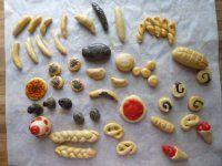 Miniaturky pečivo z vizovického těsta Barbie Dolls, Polymer Clay, Diy And Crafts, Cookies, Desserts, Food, Ideas, Decor, Food Food