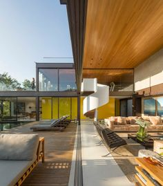 How amazing is this open plan house located in São Paulo, Brazil.  Flooded with space and light, this two-storey home inherits both elements of nature and indoor living.   You can view more via The cool hunter or via the link below:  http://www.thecoolhunter.com.au/article/detail/2226/limantos-residence--sao-paulo-brazil