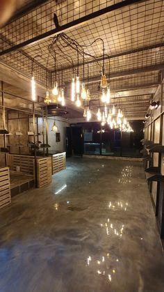 빈티지 헤어샵 미용실인테리어 완료 인더스트리얼 스팀펑크 18평인테리어 : 네이버 블로그 Industrial Cafe, Industrial Interior Design, Industrial Interiors, Cafe Interior, Vintage Industrial, Gym Design, Cafe Design, House Design, Don Pollo