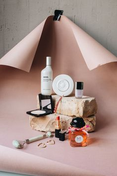 Beauty Favs, Heart & Blood, Aeos, Chanel Beauty, L Still Life Photography, Creative Photography, Fashion Photography, Beauty Photography, Family Photography, Photography Backdrops, Ideas For Photography, Product Photography Tips, Photography Quote