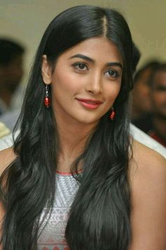 Pooja Hegde is an Indian model and actress. A former beauty pageant contestant, she was crowned as the second runner-up at the Miss Universe India 2010 competition, before going on to make her acting debut in Mysskin's Tamil superhero film Mugamoodi South Indian Actress, Beautiful Indian Actress, Beautiful Actresses, South Actress, Actress Wallpaper, Beautiful Girl Image, Gorgeous Women, Brown Hair Colors, Bollywood Actress