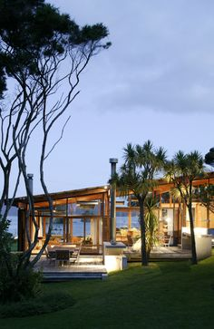 Island Residence in Paihia, New Zealand,  Bossley Architects.  pics only.