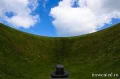 Ирландский Небесный сад расположен в поместье Liss Ard Estate в графстве Корк, Ирландия. The Irish Sky Garden crater это необычная арт-инсталляция в стиле ленд-арт знаменитого художника Джеймса Таррелла (James Turrell). #арт-инсталляция #ленд-арт