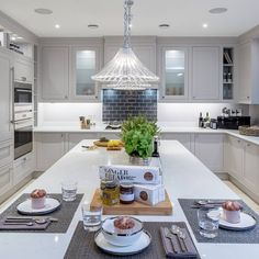 """Polubienia: 88, komentarze: 4 – Millgate Developments LTD (@millgate_) na Instagramie: """"Enjoy relaxed family meals in our spacious kitchens at Knowle Hill Park.   Interiors by…"""""""