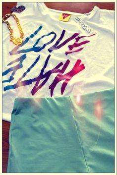 HOLA JUEVES <3 PUPERA  BLANCA  ESPALDA CRUZADA RE FRESQUITA LOVE -HATE + SHORT TIRO ALTO DE LYCRA TURQUESA+ COLLAR CADENA LION !! <3 <3 <3 PONELE ONDA TODOS LOS DÍAS CON UN NUEVO LOOK https://www.facebook.com/fakiu.clothes #FAKIULOOK  ⚡  ⚡  ⚡  ⚡  ⚡  ⚡  ⚡  ⚡  ⚡  ⚡  ⚡  ⚡  ⚡  ⚡  ⚡  ⚡