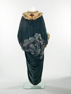 Dark teal blue silk evening coat with fur collar and cuffs (front), French, 1913.