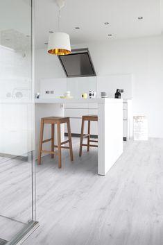 Handyfloor | Alaska White Oak | Een lichte houtlook pvc vloer, met een toch warme hout uitstraling. Kies je voor licht en rust in je interieur dan is deze vinyl vloer een aanrader. Zowel in grote als kleine ruimtes een aanwinst voor de sfeer. #pvc #vloer #pvcvloer #houtlook #purescandinavian