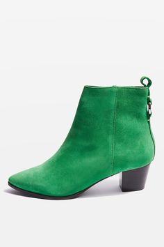 L2017 http://www.topshop.com/en/tsuk/product/shoes-430/boots-6909314/matcha-pointed-boots-6870780?bi=40