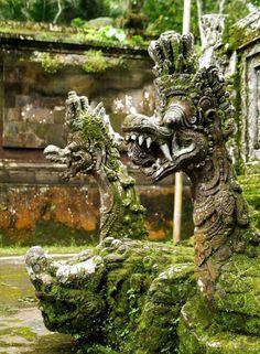Pura Kehen Temple, Bali / Indonesia (by kenzilicious). 12:46