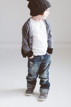 Love these rolled up jeans with sneakers! Minus the skull