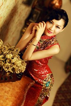 Modern qipao dress for Chinese wedding, which is luxury and noble