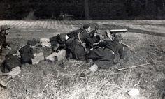 Er zijn vier veldslagen in Ieper plaatsgevonden. De stad Ieper werd dus erg verwoest. De eerste slag op Ieper begon op 21 oktober 1914 en eindigde op 22 november 1914. Duitsland wilde Ieper meerdere keren veroveren maar dat lukte niet, Duitsland nam het op tegen Engeland en Frankrijk. Het was  ten koste van ongeveer 500.000 soldaten. Op 22 november besloot het Duitse leger het offensief te staken, en schieten de stad kapot, maar kunnen de stad niet winnen.