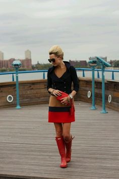 LOVE LOVE THIS OUTFIT...ESPECIALLY THE RED HUNTER BOOTS!!!! <3