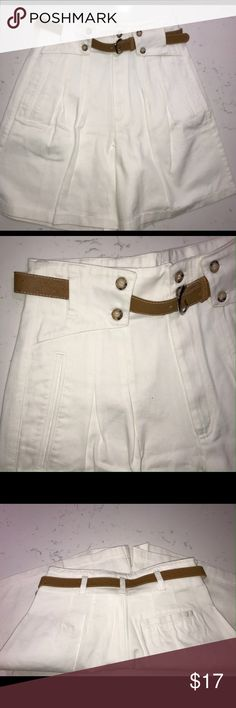 """Palmettos belted shorts, unique pleats, unworn Palmetto """"State of Mind"""" white shorts.  new without tags Cute wide beltloops with buttons, hard to describe, see images.  Belt included.  3 pockets.  Pleats begin 6"""" below waistline, 2 per side. 13.5"""" waist side to side 14"""" rise 8"""" inseam 20"""" long at side  (my item L Palmetto Shorts Bermudas"""
