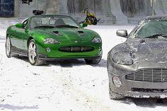 Jaguar : l'ancêtre de la F-Type AWD à la poursuite de James Bond Aston Martin Db10, James Bond Cars, James Bond Movies, Jaguar Xk8, High End Cars, Car Gadgets, Special Effects, Classic Movies, Fast Cars