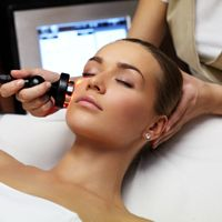 A Hollywood Dermatologist Shares Her Anti-Aging Advice - http://yolomedspa.com/a-hollywood-dermatologist-shares-her-anti-aging-advice/