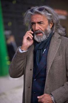 """sprezzaturaeleganza: """"Pitti Uomo 91 Photo by Simona Bertolotto """" Older Mens Fashion, Old Man Fashion, Older Mens Hairstyles, Men's Hairstyles, Modern Hairstyles, Hair And Beard Styles, Long Hair Styles, Silver Foxes Men, Long Hair Beard"""