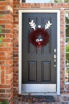 {DIY Reindeer Tulle Wreath} Too cute