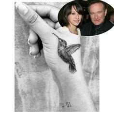 La fille de Robin Williams, Zelda Williams, a décidé de commémorer la mémoire de son défunt père en se faisant tatouer un oiseau mouche sur la main et la date d'anniversaire de son père au poignet.