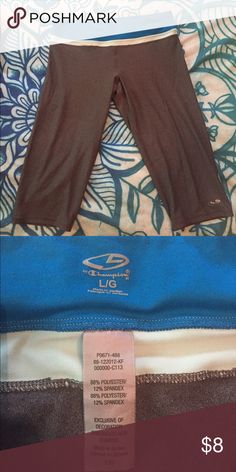 Champion Athletic Cropped Pants Mildly worn but great for the gym/outdoor activities Champion Pants Leggings