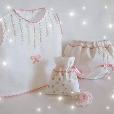Baby Embroidery, Embroidery Fashion, Baby Frocks Designs, Baby Kit, Frock Design, Heirloom Sewing, Baby Room Decor, Baby Booties, Baby Wearing