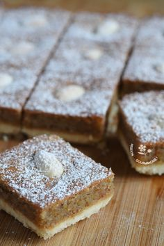 A recipe inspired by almond squares from Hélène Delights revisited with whole almonds mixed to obtain a powder … Source by marysenavello Desserts With Biscuits, Cookie Desserts, Cupcake Cookies, Pastry Recipes, Cake Recipes, Dessert Recipes, Italian Snacks, Italian Pastries, Morning Food