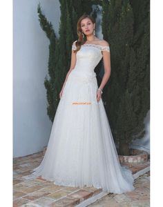 pretty wedding dress by Manu Garcia Inexpensive Wedding Dresses, Pretty Wedding Dresses, Bridal Gowns, Wedding Gowns, Manu Garcia, Fantasy Wedding, Coral Gables, Gowns Online, Bridal Collection